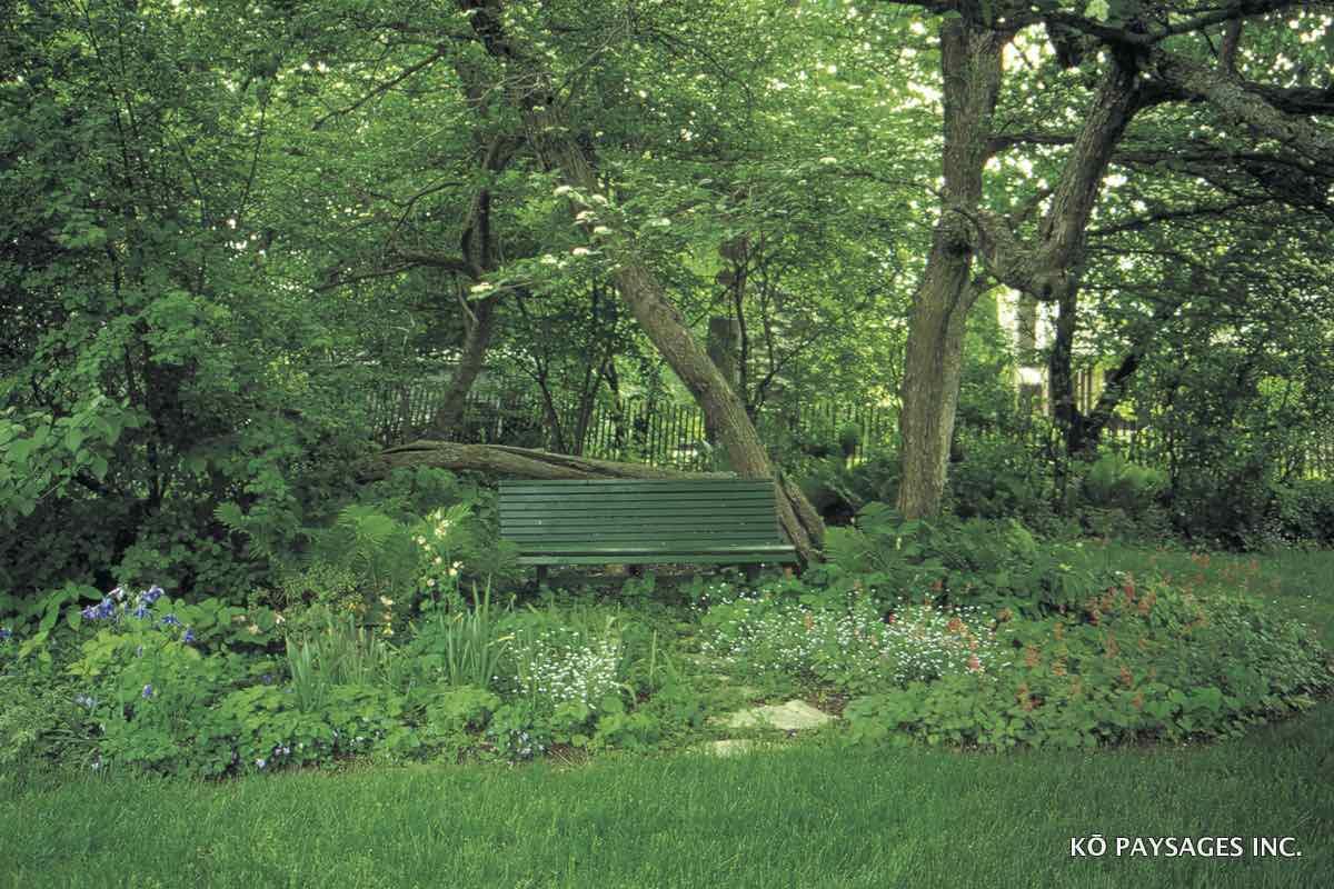 R sidence crevier montr al k paysages for Cendre de bois dans le jardin